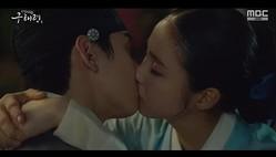 「新米史官ク・ヘリョン」シン・セギョン、ASTRO チャ・ウヌに涙のキス…その理由は?