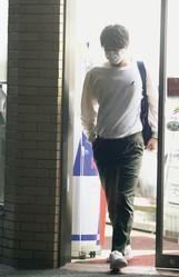 深夜、都内のコンビニに立ち寄り、カット野菜とご飯を購入。慌ただしい生活はまだまだ続きそうだ
