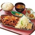 薄切りロマン亭生姜焼き定食(900円)/大坂豚汁・生姜焼き ロマン亭