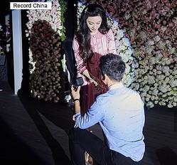 16日、中国の女優ファン・ビンビンが、かねてから交際中だった俳優リー・チェンのプロポーズを受け入れ、結婚へ向けて大きく一歩前進している。