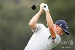 男子ゴルフ米国ツアー、ZOZOチャンピオンシップ2日目。1番でティーショットを打つジャスティン・トーマス(2020年10月23日撮影)。(c)Harry How/Getty Images/AFP
