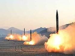 北朝鮮が2017年3月6日に発射した、スカッドERと見られる弾道ミサイル(朝鮮中央通信)