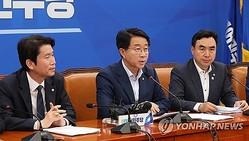 政策調整会議で発言する趙議長(中央)=11日、ソウル(聯合ニュース)