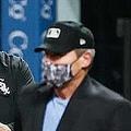 退場となったホワイトソックスのリック・レンテリア監督(左)とエンジェル・ヘルナンデス球審【写真:Getty Images】
