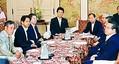 (写真)与野党の書記局長・幹事長・国対委員長会談。左から3人目は小池晃書記局長と、左端は穀田恵二国対委員長=15日、国会内