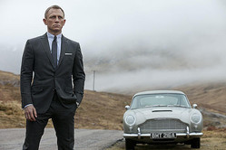 争奪戦の結果やいかに!? skyfall (C) 2012 Danjaq, LLC, United Artists Corporation,Columbia Pictures Industries, Inc.All rights reserved.