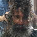 ブラジルのホームレス男性がダンディに変身 SNSで起きた「奇跡」