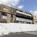 京アニの八田英明社長は、放火され黒焦げとなった第1スタジオを取り壊す意向。跡地に碑を建てる計画もある