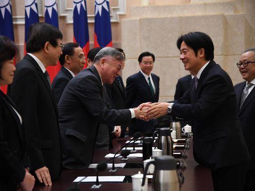 内閣総辞職 頼行政院長「恨みも悔いもない」 後任に与党重鎮・蘇氏/台湾