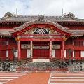 首里城正殿正面(Wikimedia Commonsより、CEphoto, Uwe Aranas氏が2016年撮影)