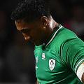 ラグビーW杯日本大会・プールA、アイルランド対サモア。レッドカードを提示されて退場するアイルランドのバンディー・アキ(2019年10月12日撮影)。(c)GABRIEL BOUYS / AFP