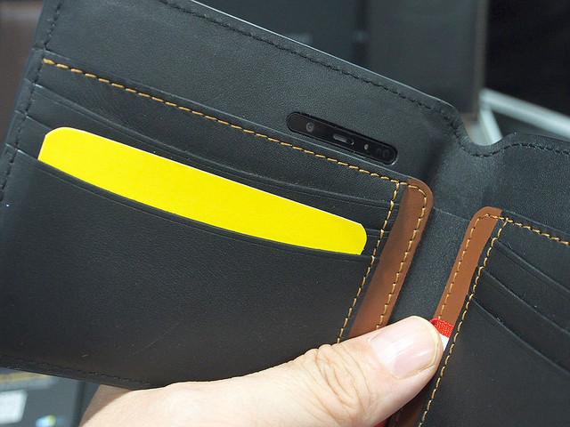 スリの顔を自動撮影!カメラとSIM内蔵のスマート財布「Volterman」なら盗難紛失時も安心:CES 2019