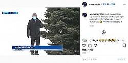 丘の上で中継していたリポーターだったが…(画像は『Anwar Knight 2021年1月13日付Instagram「No sled - no problem!」』のスクリーンショット)
