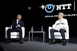 イチローさん(左)とNTTの澤田社長(NTT提供)