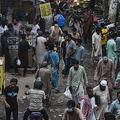 パキスタン・ラホールの市場(2020年8月31日撮影)。(c)Arif ALI / AFP
