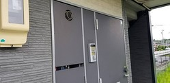 静岡県菊川市内にある青野容疑者の自宅(撮影・小川泰平)