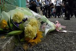 川崎の殺傷事件現場付近に手向けられた花