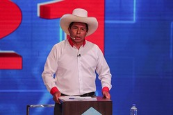 ペルー大統領選決選投票、カスティジョ氏が支持率リード=イプソス調査