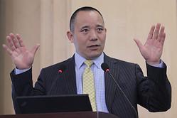 中国マクロ経済学者で、人民大学国際通貨研究所理事兼副所長の向松祚(コウ ショウソ)氏(大紀元資料室)