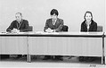 (写真)会見する(右から)小原さん、川岸弁護士、全川崎地域労組の大貫晴男委員長=24日、厚労省内