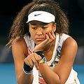 全豪オープンテニス、女子シングルス3回戦。ポイント後に座り込む大坂なおみ(2020年1月24日撮影)。(c)William WEST / AFP