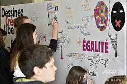 フランス・アングレームで、風刺週刊紙シャルリー・エブドなどの協賛で開かれた「自由」をテーマにしたイベント(2016年1月29日撮影、資料写真)。(c)GEORGES GOBET / AFP