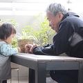 祖父と孫に見られようが「子どもが欲しい」!?(写真はイメージです)