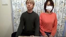 フリーアナウンサーの小林麻耶と夫で整体師のあきら。氏(本人のユーチューブから)