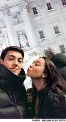 ローマにて、エレナさんと弟のジュリアーノさんの仲良しショット。