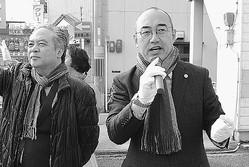 (写真)街頭から「懸命に生きる市民のための市政をつくろう」と訴える福山氏
