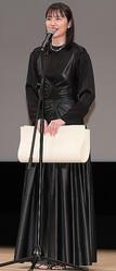 『コンフィデンスマンJP』で「第62回ブルーリボン賞」主演女優賞を受賞した長澤。続編は東出不倫でロケ延期に