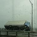 ムーディ勝山がTwitterで報告 瀬戸大橋でのトラック横転現場