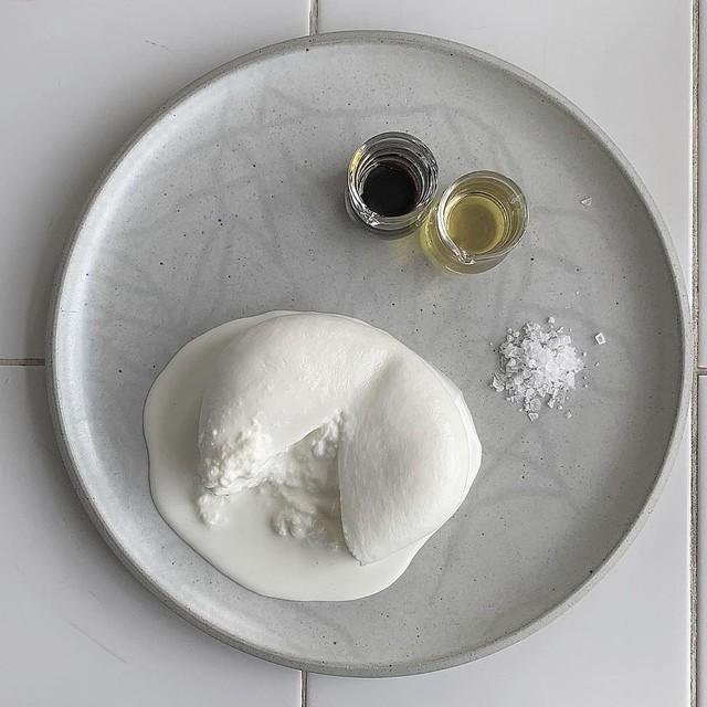 [画像] 賞味期限は48時間!幻のフレッシュチーズ「ブッラータチーズ」が食べられる全国のお店5選♡