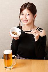 2013年11月から、ビールを飲む姿を毎日SNSに投稿しているビール女子グラドル・天野麻菜(あまの・まな)ちゃんと肝臓を守る10の習慣を学ぼう