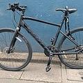 立場はフリーターだが、定時や人間関係に縛られなくなったのが利点と語る新井さん。自転車での配達で体重も10�減ったとか