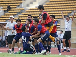 後半アディショナルタイム、FW内藤大和(ヴァンフォーレ甲府U-15)の同点ゴールを喜ぶU-15日本代表
