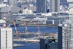 晴海の五輪選手村などの建設地。儲かるのはゼネコンや広告代理店ばかりか…… Ryuji / PIXTA(ピクスタ)