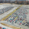 難病で亡くなった14歳少年の葬列のため、全米各地からスポーツカーが集結した/The Kahn & Busk Real Estate Team