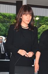 '18年5月、東京・青山葬儀所で行われた西城秀樹の通夜に出席する鈴木杏樹。約1年半後の'19年10月、彼女は喜多村と出会うことになる