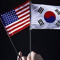韓国の新政権に対する米国側の疑念を払拭できるかが課題だったが米韓首脳会談。両首脳は「同盟関係は地域安保の礎」で一致し、韓国紙は「米国に伝えた考えを実行すれば信頼関係は深まる」と注文している。資料写真。