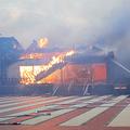 南殿・番所の消火活動にあたる消防隊員。空が白んでも火の手が上がり続けた(2019年10月31日午前6時29分、那覇市の首里城、那覇市消防局提供)