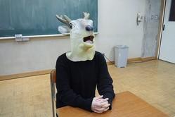 ©テレビ朝日 顔出しNGのため、鹿のお面をかぶってインタビューに答えたビーノ氏。