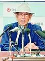 (写真)記者会見で撤回表明する翁長雄志知事=27日、沖縄県庁