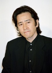 4月に亡くなっていた田村正和さん(時事通信フォト)