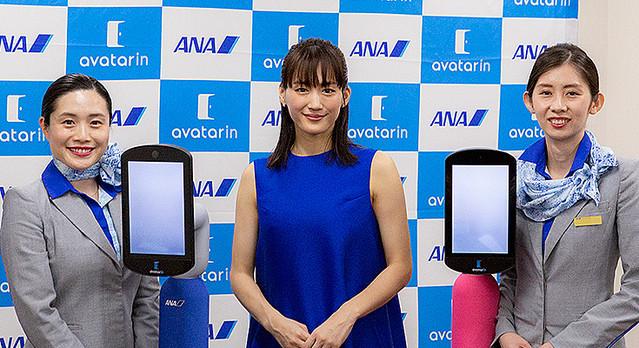 [画像] 【速報】全日空HD ANAアバターロボット「newme」(ニューミー)を発表「瞬間移動」できる社会を提案 綾瀬はるかさんが体験