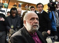 仏リヨンの裁判所に出廷したローマ・カトリック教会の元司祭ベルナール・プレナ被告(2020年1月13日撮影)。(c) PHILIPPE DESMAZES / AFP