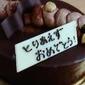 ケーキのメッセージプレートに「とりあえずおめでとう」と書かれ話題