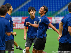 笑顔で練習するDF槙野智章