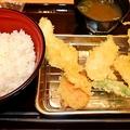 全国各地で相次ぐ大手外食チェーンの「天ぷら参入」。果たしてその行方は…?(写真は「天ぷらスガキヤ」)