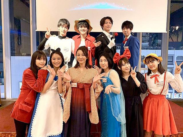 【芸能】瀬戸朝香、新年会で広瀬すずらとコスプレが可愛すぎる!